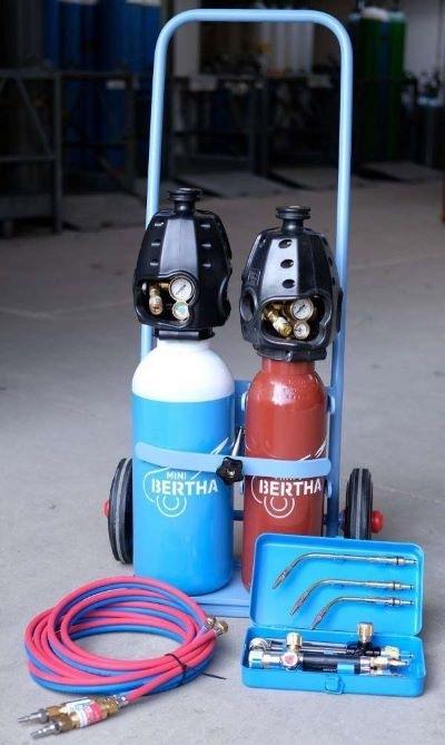 Komplet vogn med Bertha ilt/gas flasker, skæresæt e.t.c.